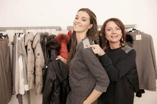 Iva Kubelková a Jolana Voldánová nechyběly na otevření nového módního obchodu.