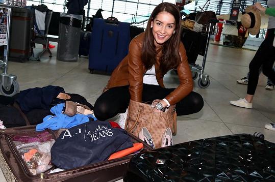 Nikola Buranská musela kufr přebalit.