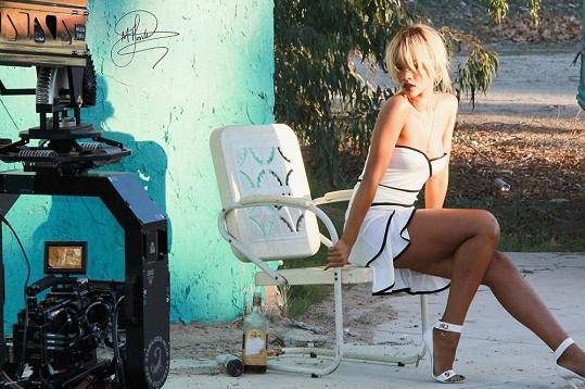 Kamarádce známé zpěvačky na internet unikly snímky, které neměly být zatím publikovány.