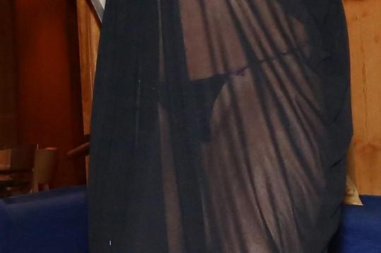 Agáta měla šaty hodně průsvitné.