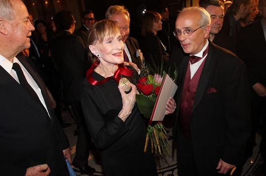 Večer se konal u příležitosti předání ceny Granátového srdce pěvkyni a herečce Soně Červené.