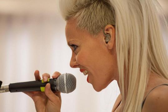Zpěvačka Vanda Choco.