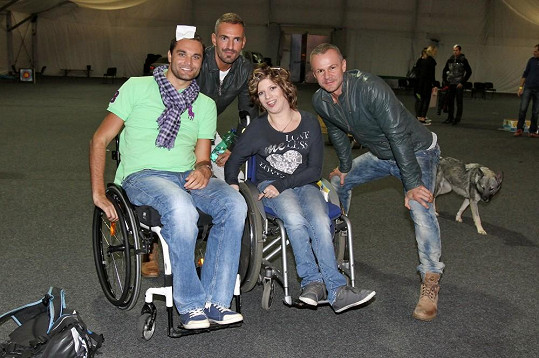 Protože přehlídka byla pro vozíčkáře, nechyběl ani bývalý Muž roku Martin Zach (vlevo).
