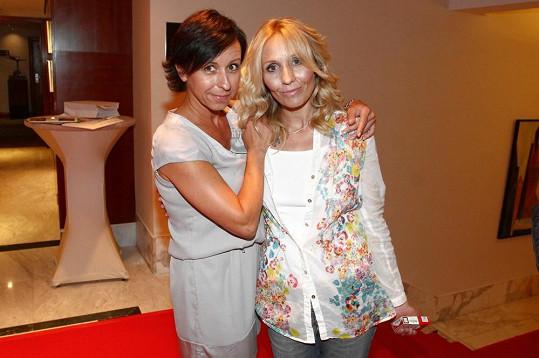 Terezu na Primu líčila Jarka Tóthová, která dělala krásnou i Ivetu Bartošovu pro TV Pětka.