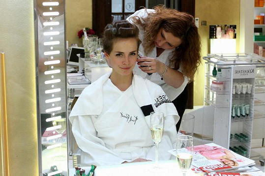 Gabriela Kratochvílová v salonu krásy.