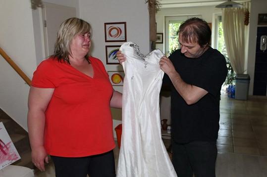 Rychtář vybral pro Ivetu tyto bílé šaty.