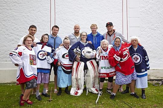 Slavné báby v hokejovém ustrojení