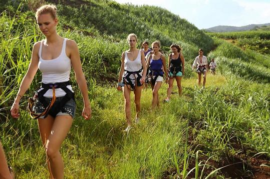 Ještě předtím si dívky vyzkoušely adrenalinový zážitek.