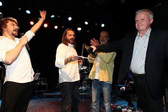 Album Maratonika pokřtili Danovi dlouholetí kamarádi a podporovatelé Dan Adam, Miloš Burkhardt a Gabriel Škurla.