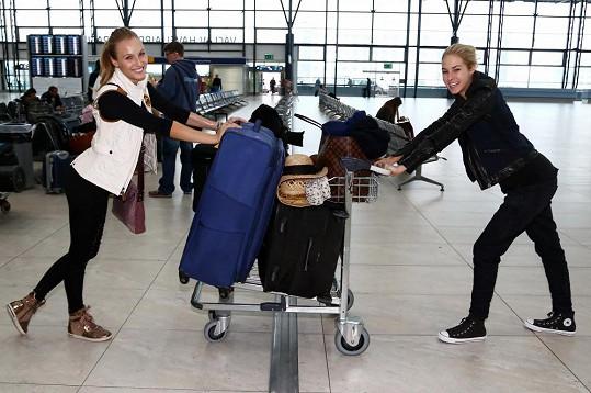 Některá děvčata měla opravdu obrovská zavazadla.