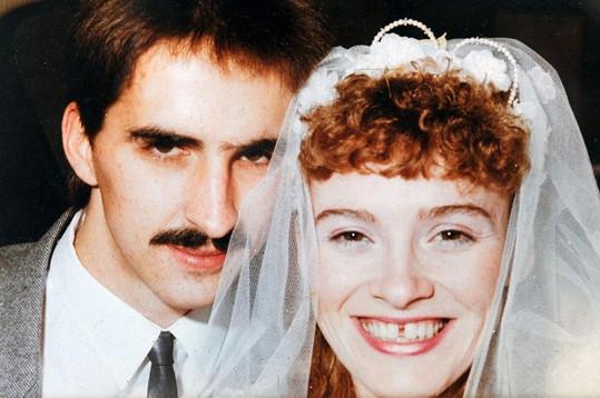 Mary a Leroy v den svatby.