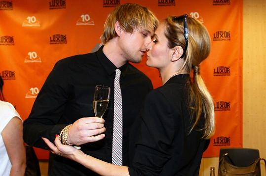 David Deyl a Monika Absolonová při intimní chvilce.