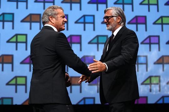Jiří Bartoška přivítal Mela Gibsona, na Evu se vykašlal.