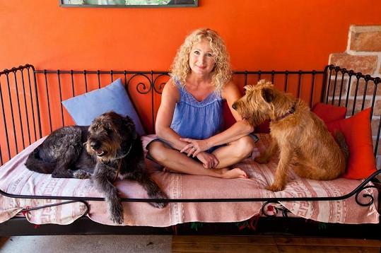 Světlana se svými psími mazlíčky.