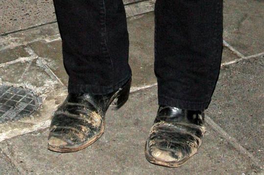 Na hercovo obutí není vůbec hezký pohled.