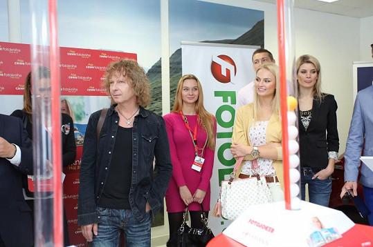 Tereza společně s dalšími česko-slovenskými celebritami volila Cewe Fotoknihu roku 2012.