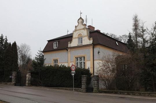 Vila v Malenicích podle Podskalského připadne hereččině opatrovnici Janě Svítivé.
