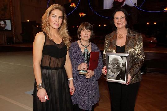 Společné foto Olgy Menzelové, Miroslavy Němcové a Barbary Winton.