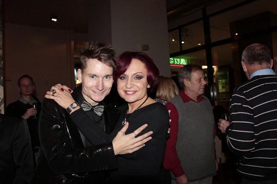 Hostem Petry Janů byl Klavírista roku 2013 Petr Ožana. Společně si střihli Vzpomínky z muzikálu Kočky.
