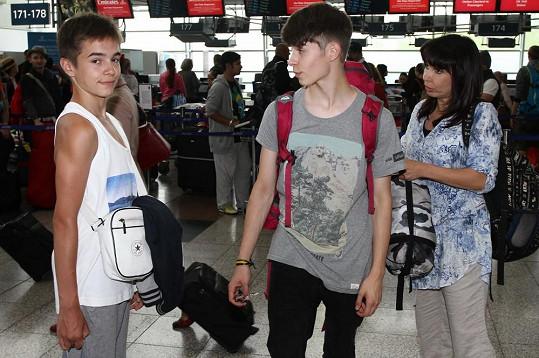 Nela vyrazila se syny do Indie a Tibetu.