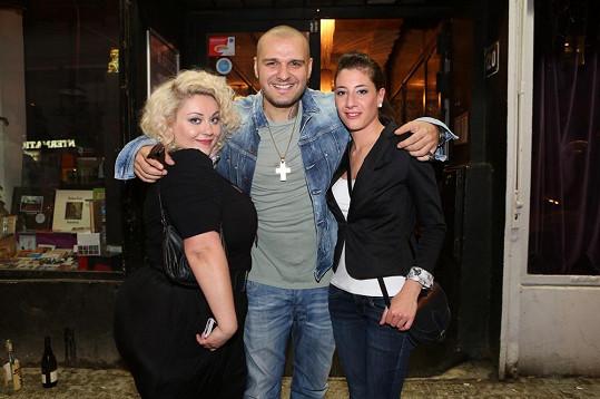 Patrik se v klubu Radost FX setkal s Nikoletou Spalasovou (vpravo), kterou koučoval v Hlase.