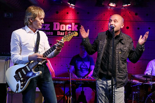 Rocker si zahrál s kapelou Všichni Svatí.