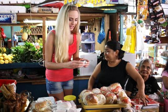 Finalistka Alena Prešnajderová se stala prodavačkou na místním trhu.