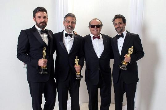 Nejlepším filmem je Argo Bena Afflecka. Ocenění získali i jeho tři producenti, jedním z nich byl i George Clooney.