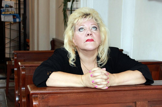 Marie Pojkarová se dala na modlení.