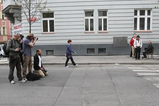 Tohle není slavná Abbey Road, ale jedna z ulic na pražském Žižkově.