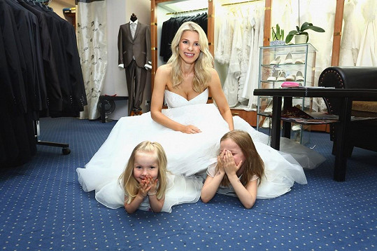 Všechny tři Jáklovy holky si užily dámskou jízdu.