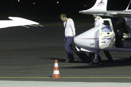 Jakub Prachař přiletěl letadlem.