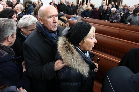 S Bobkem se přišel rozloučit i Petr Nárožný.