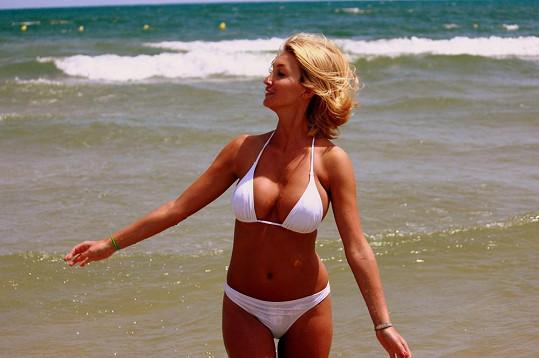 Dominika by si asi jednodílné plavky na sebe nikdy nevzala.