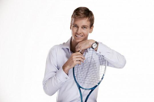 Tomáš Berdych je fešák nejen v tenisovém...