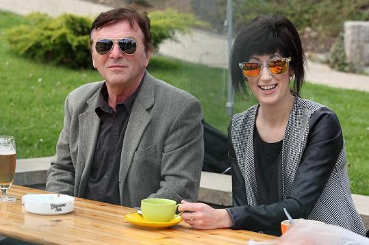 Zatímco Pavel Trávníček zůstal u kafíčka...