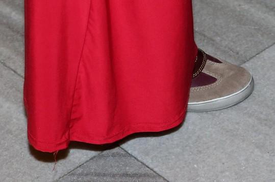 Ale na afterpárty skrývala pod sukní boty, ve kterých by zvládla vyrazit na horský pochod.