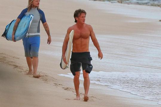 Sean Penn má parádní figuru.