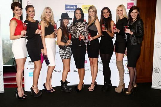 Katka nemohla chybět na tiskové konferenci desátého ročníku České Miss, kde se setkala s ostatními vítězkami soutěže.