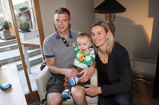 Bára Špotáková ochotně zapózovala s partnerem Lukášem a synem Jankem.