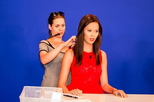 Úprava vlasů je před vysíláním vždy nutná.