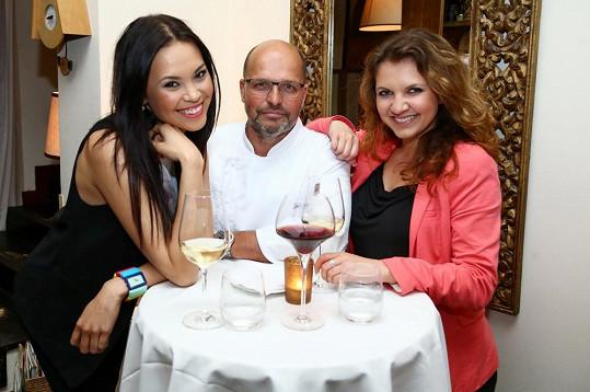 Monika Leová si pochvalovala nejen jídlo, ale i vynikající víno, které Pohlreich hostům nabídl.
