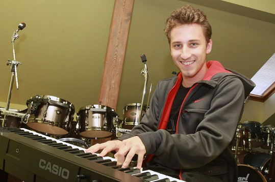 Honza Peroutka jde ve šlépějích svého otce. Sice vyznává jiný hudební styl, ale své geny nezapře.
