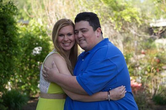Lizzie a Chris jsou zasnoubení.