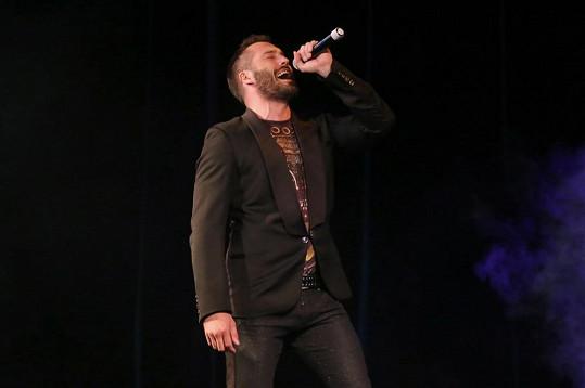 Vašek vystoupil na soutěži Dívka roku.