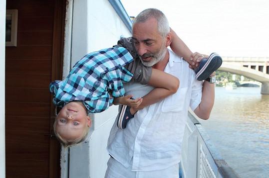 Petr Vacek s mladším synem Benjamínem