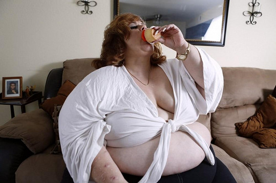 Sammee trpí erotickou závislostí na jídle.