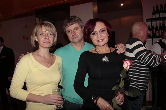 Bratr Petr s přítelkyní jezdí na Petřiny koncerty pravidelně.