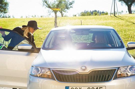 Missky Linda Bartošová a Denisa Domanská vyzkoušely nový model.