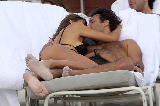 Claudia a Arnaud se stále milují.